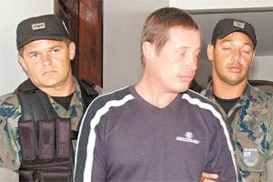 Réu confesso, Andrei Thies alega ter cometido crime sozinho. Acusação nega.