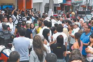 A campanha política de rua ainda não começou, mas os partidos estão formando equipes de assessores e o jurídico.
