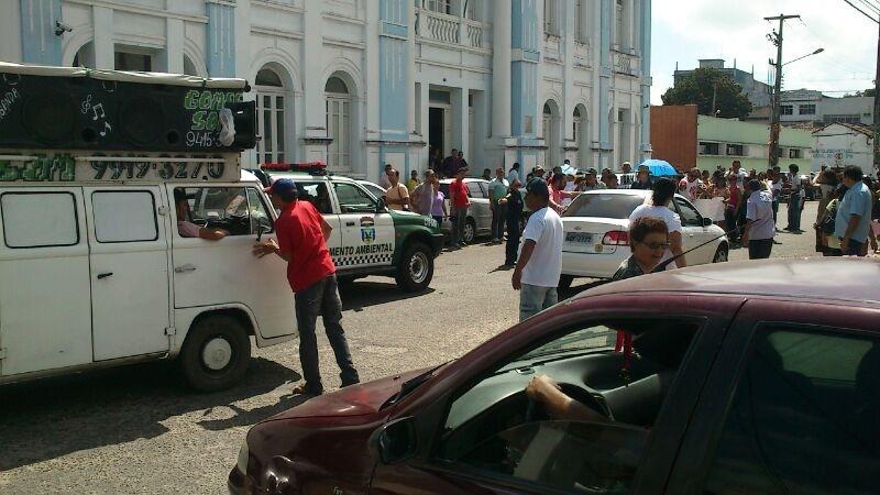 Moradores da zona norte da capital potiguar protestam pela falta de ônibus urbano no bairro Lagoa Azul