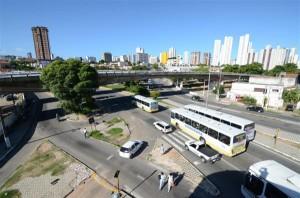 O Viaduto do Baldo está interditado judicialmente para trânsito de veículos desde o dia 4 de outubro de 2012. (Foto: Adriano Abreu)