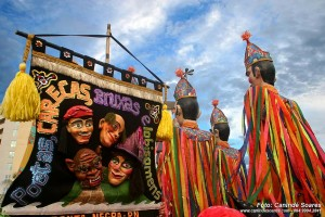 """Tradicional bloco carnavalesco """"Poetas, carecas, bruxas e lobisomens"""". (Foto: Canindé Soares)"""