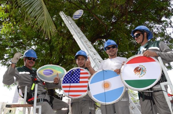 Cidade começa a ser decorada para a Copa do Mundo 2014. (Foto: Junior Santos)