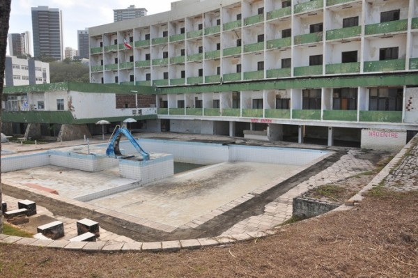 Hotel Reis Magos permanece abandonado há mais de 20 anos (foto: Wellington Rocha)