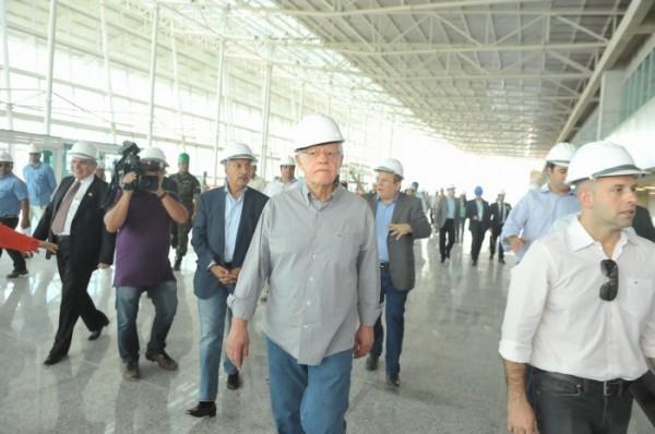 Moreira Franco confirmou que aeroporto só inicia atividades em maio (Foto: Alberto Leandro)