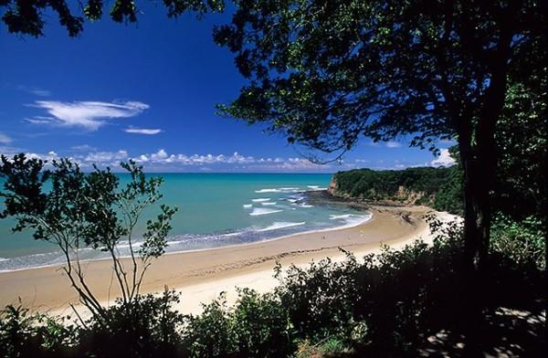 Baia dos Golfinhos, localizada em Pipa, tem um visual único. (Foto: blogs.ne10.uol.com.br/)