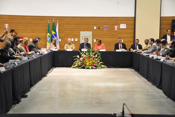 Ministro da Justiça, José Eduardo Cardozo esteve em Natal reunido com a governadora Rosalba Ciarlini e a cúpula de Segurança Pública. (Foto: João Maria Alves)