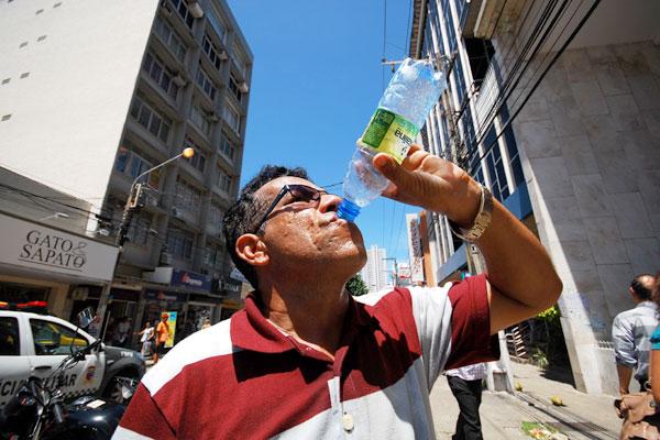 Aumento da temperatura acelera desertificação no Seridó e ilha de calor em Natal obriga a população consumir cada vez mais água. (Foto: João Maria Alves)