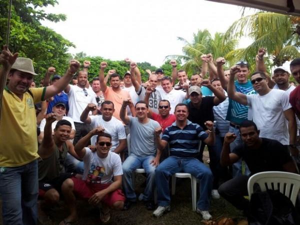 PMs e bombeiros estão acampados em frente à sede da Governadoria, em Natal (Foto: Sérgio Costa)