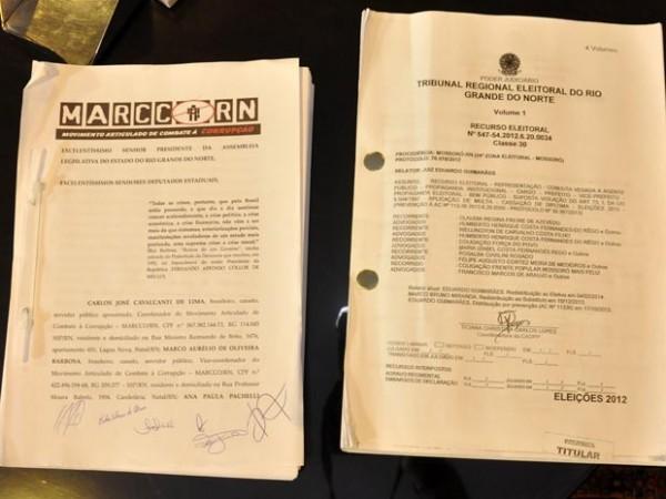 Documento foi entregue na ALRN na manhã desta quinta (24) (Foto: Eduardo Maia/Assecom ALRN)