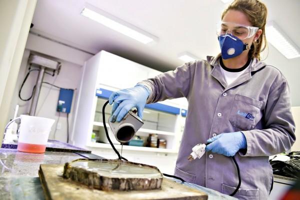 Há cerca de quatro anos o núcleo é responsável pelo controle de qualidade de todas as pastas de cimento que são enviadas para poços de petróleo das regiões Norte e Nordeste. (Foto: Anastácia Vaz)