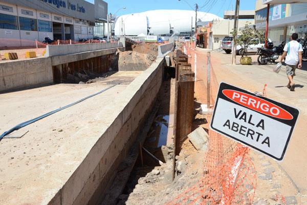 Praticamente metade das obras iniciadas não estarão concluídas para a Copa em Natal. (Foto: Adriano Abreu)