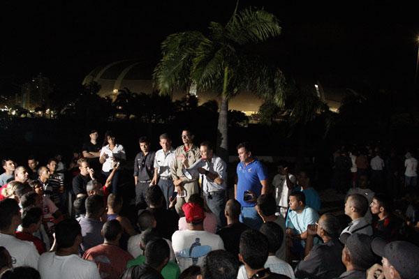 Praças e oficiais da PM e Bombeiros decidaram manter o acampamento em frente à Governadoria. (Foto: Geovani Costa)