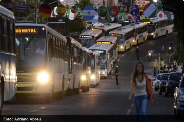 Protesto de motoristas de ônibus parou o trânsito no Alecrim. (Foto: Adriano Abreu)