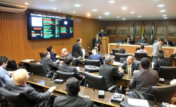 O trabalho de votação do restante das emendas continuará na sessão ordinária da próxima terça. (Foto: Elpídio Júnior)