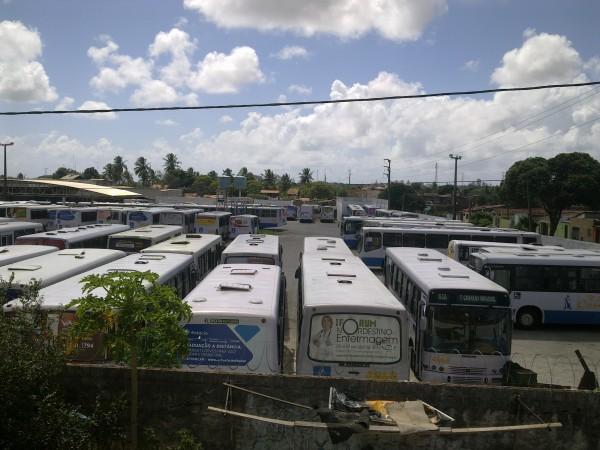 Ônibus não saíram das garagens nesta quarta-feira (25). (Foto: tribunadonorte.com.br)