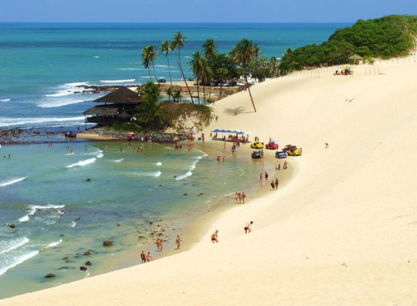 Dunas da praia de Genipabu. (Foto: ciadospasseios.com.br)