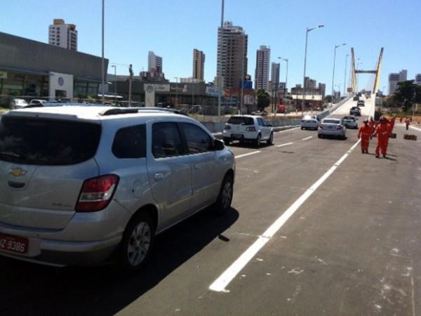 Viaduto estaiado foi liberado para tráfego de veículos na manhã desta segunda (9) (Foto: Felipe Gibson/G1)
