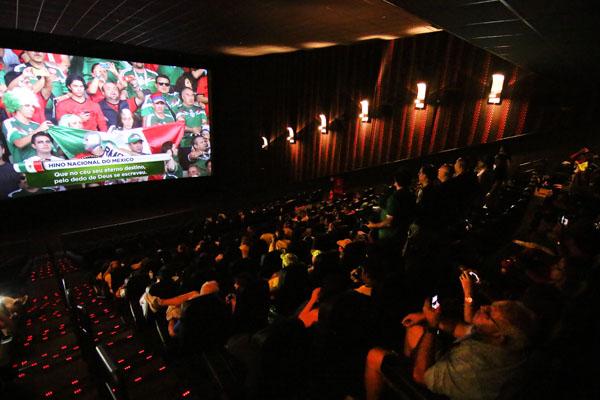 FDS acompanhou transmissão de Brasil x México, no Cinépolis do Natal Shopping, uma das redes que abriram suas salas para exibição dos jogos da Copa. (Foto: Alex Régis)