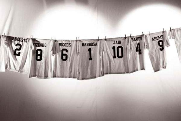 """""""Dossiê 50"""", de Geneton Moraes Neto, traz depoimentos dos onze jogadores que entraram em campo na fatídica final de 1950. (Foto: divulgação)"""