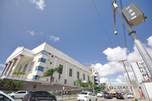 Sessenta câmeras de monitoramento estão funcionando em diversos pontos da cidade. Outras 140 devem ser instaladas ainda este ano. (Foto: Magnus Nascimento)