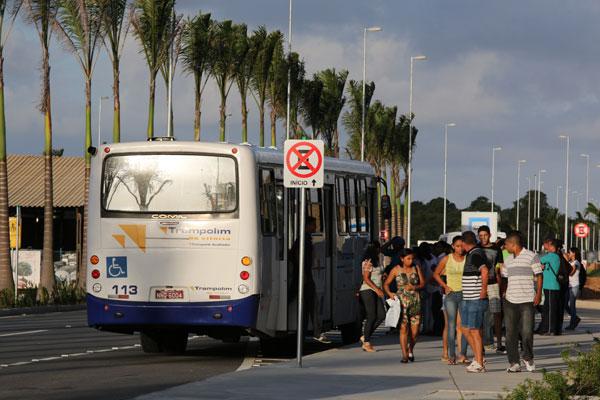 Passageiros que optam pelo deslocamento para Natal em ônibus só têm duas opções de linhas que funcionam entre as 4h20 e 23h30. (Foto: Alex Régis)