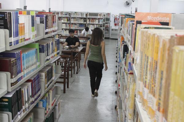 Pesquisa realizada pelo IDE aponta que mulheres são maioria dos leitores e zona Norte é a região que mais lê em Natal. (Foto: Emanuel Amaral)
