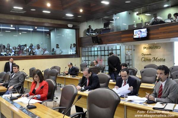 Constituição foi aprovada por unanimidade. (Foto: Elias Medeiros)
