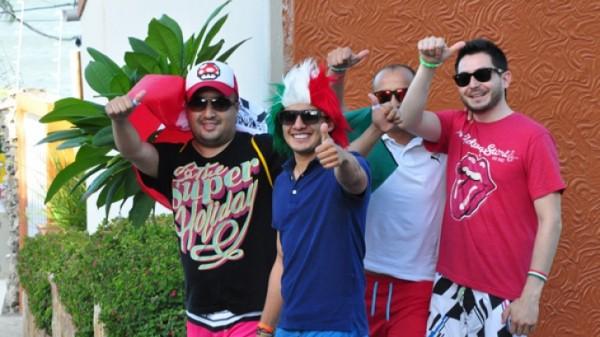 Maioria dos entrevistados veio em grupos, com amigos. Apenas 0,6% dos turistas classificaram a cidade como ruim. (Foto: Eduardo Maia)