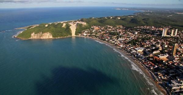 Praia de Ponta Negra e o Morro do Careca, em Natal (RN). (Foto: Canindé Soares/UOL)
