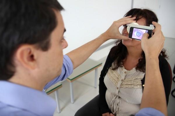 """Projeto """"Eye Care in the Bag"""" pretende reduzir efetivamente a cegueira através da tecnologia móvel. (Foto: Anastácia Vaz)"""