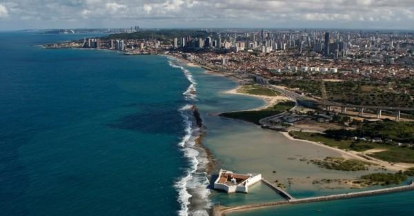 Vista aérea do Forte dos Reis Magos e da orla de Natal (RN). (Foto: Canindé Soares/UOL)