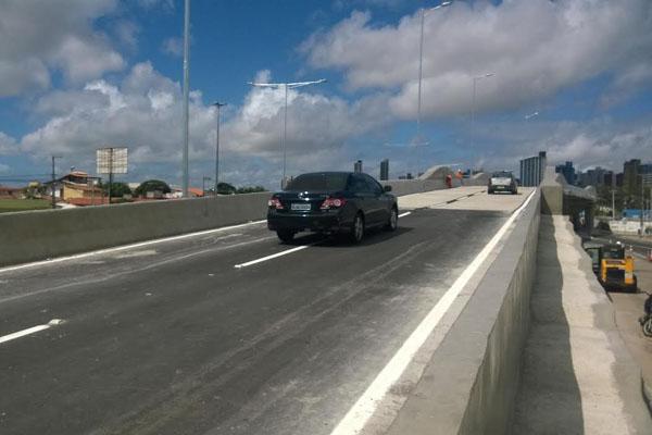Tráfego de veículos foi liberado na manhã de ontem (17). (Foto: Magnus Nascimento)