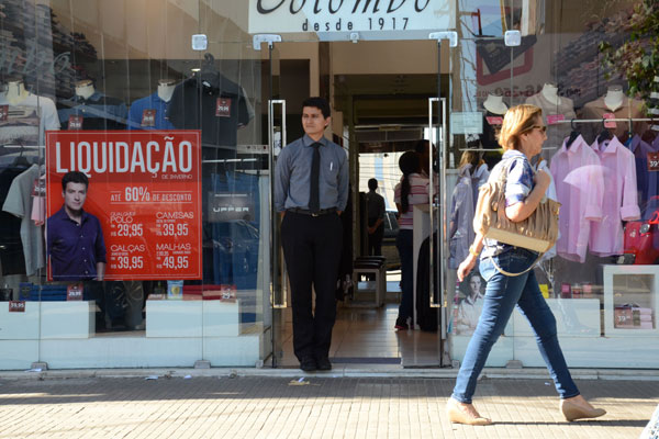 """Loja, em Natal: Alguns estabelecimentos estão realizando promoções mesmo antes da """"Liquida"""". (Foto: Junior Santos)"""