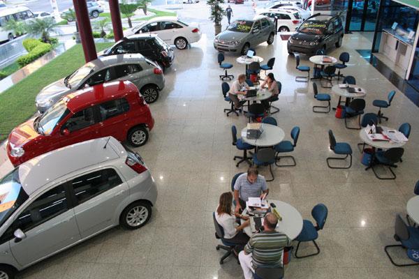 O parcelamento de compras de produtos como carros é uma das razões para a alta da inadimplência. (Foto: Junior Santos)