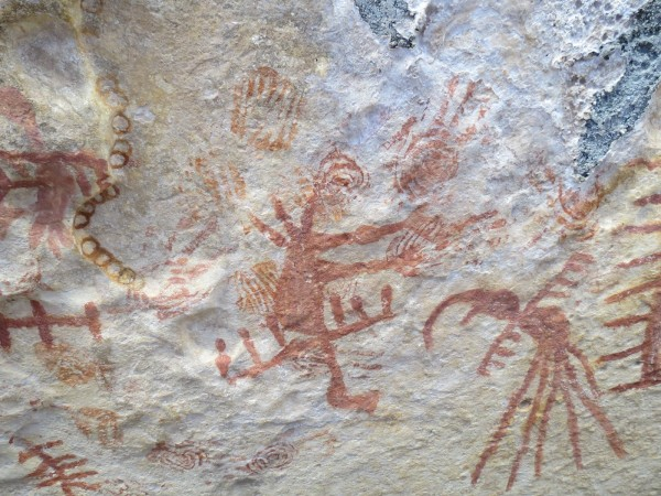 Pinturas rupestres encontradas no sitio arqueológico Lajedo Soledade, em Apodi. (Foto: Livius Victorius)