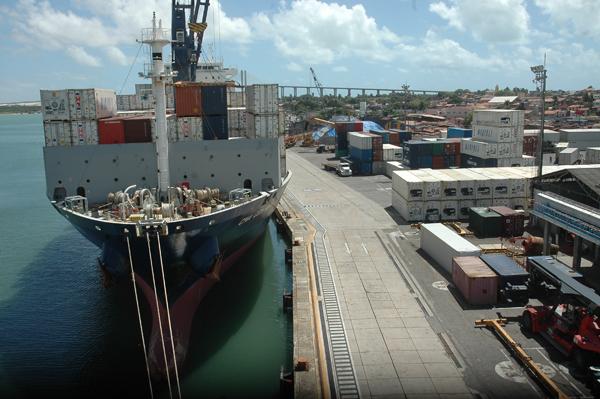 A instalação de um novo cais aumentará a área de ancoragem para comportar cargueiros maiores, o que vai gerar um forte atrativo para o Porto de Natal. (Foto: Ney Douglas)