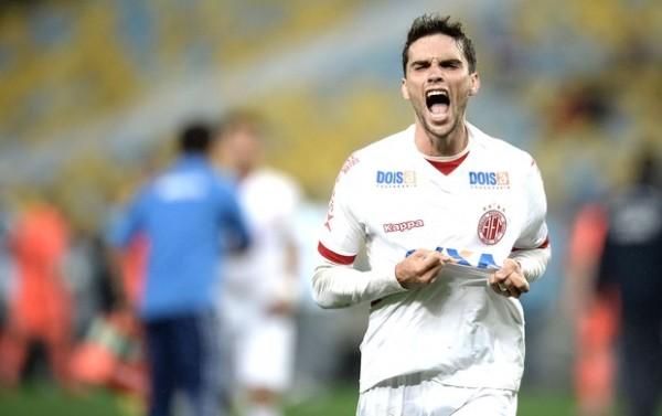 Rodrigo Pimpão comemora gol da classificação do América-RN (Foto: Jorge Rodrigues / Agência Estado)
