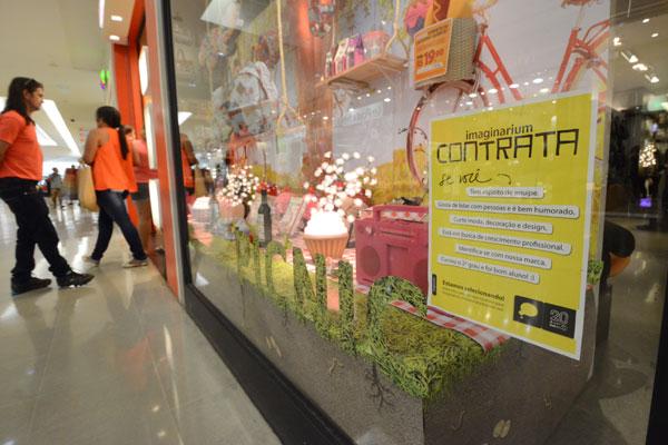 Maioria dos empregos temporários no comércio de shopping de Natal é para caixa e vendedor. (Foto: Adriano Abreu)