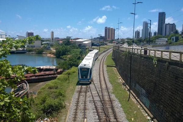 VLT foi da Estação Ribeira até a Estação Nova Natal. (Foto: Emanuel Amaral)