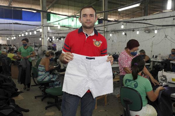Maciel Dalisson de Medeiros: Facção costura peças de roupas para a Hering e gera empregos. (Foto: divulgação)