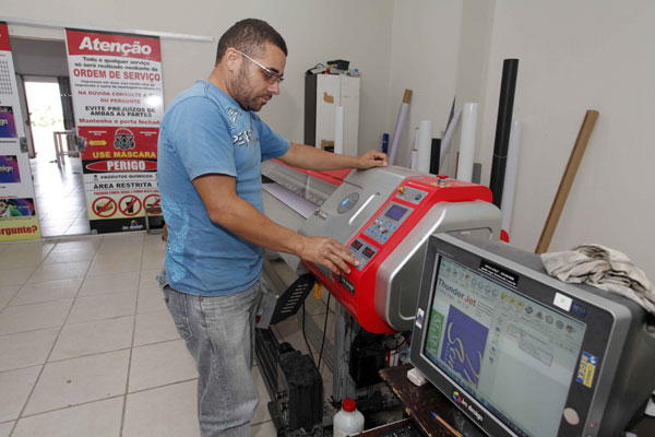 João Maria Lopes Fortunato: Negócio na área de comunicação visual deu uma guinada. (Foto: divulgação)