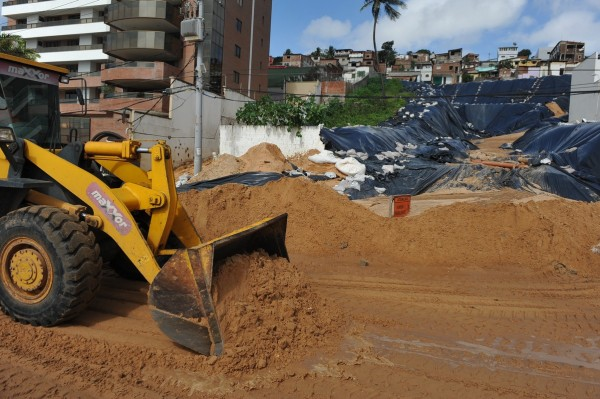 Drenagem da área é considerada a obra mais importante na reconstrução da encosta (Foto: Alberto Leandro)