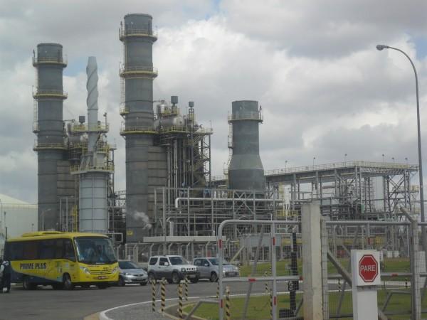 Usina Termelétrica do Vale do Açu Jesus Soares Pereira (UTE JSP), conhecida como Termoaçu foi concebida para produzir energia elétrica e vapor de água, utilizando gás natural como combustível. (Foto: http://viagemaula.blogspot.com.br/)