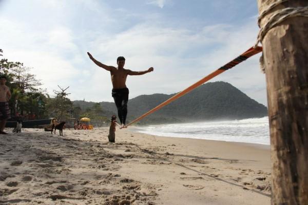 Do tradicional vôlei de praia ao Slackline, evento traz a Natal diversas modalidades esportivas praticadas na areia.  (Foto: praiabrancaguaruja.com.br)