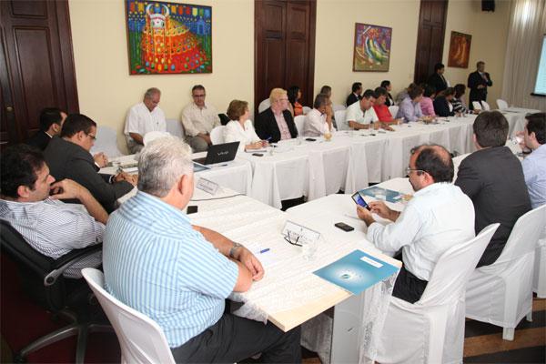 Carlos Eduardo apresentou ontem aos vereadores as regras previstas para a licitação do transporte. (Foto: Humberto Sales)