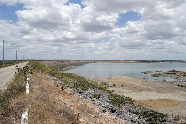 Barragem Armando Ribeiro Gonçalves: um dos poucos mananciais do Rio Grande do Norte ainda liberado para a irrigação. (Foto:Ney Douglas)
