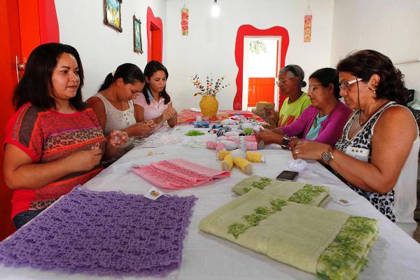 Grupo de artesãs: união e um CNPJ para facilitar comercialização da produção. (Foto: Moraes Neto / Agência Sebrae)