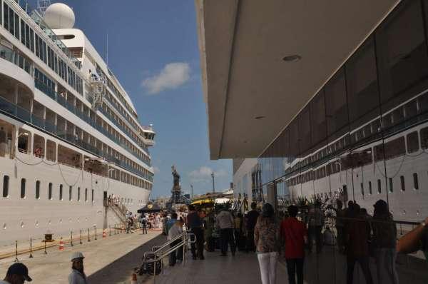Natal foi o terceiro destino brasileiro do transatlântico Seabourn Quest. (Foto: Argemiro lima)