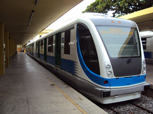 Trem VLT operando em Maceió. Segundo a CBTU, modelo começa a circular a partir desta terça-feira (2). (Foto: cfvv.blogspot.com)