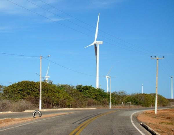 Parque Eólico em Areia Branca (Foto: litoralnamidia.blogspot.com)